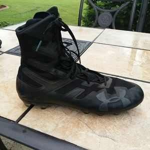 UNDER ARMOUR Black High Top Cleats